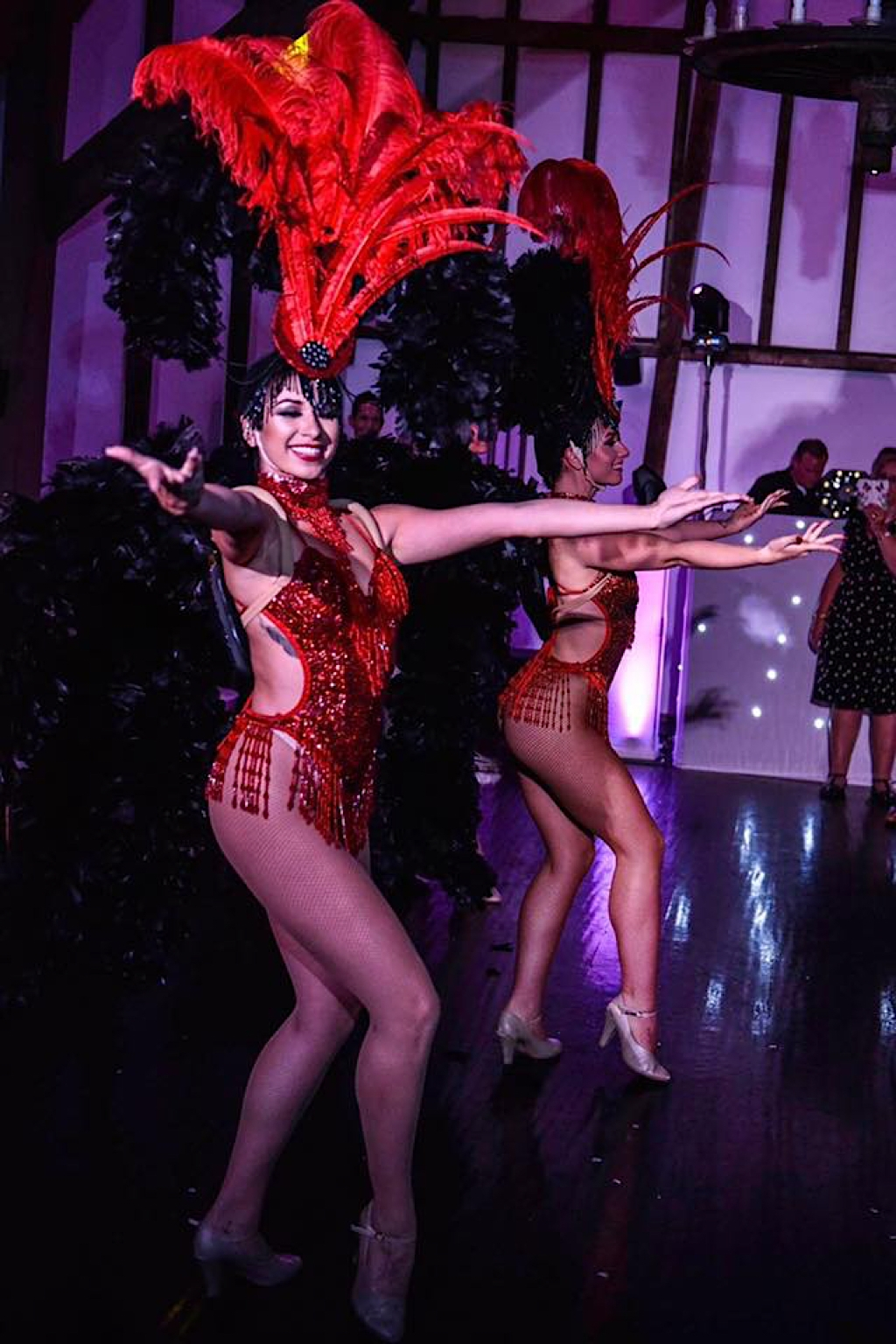 Showgirls Stream Online